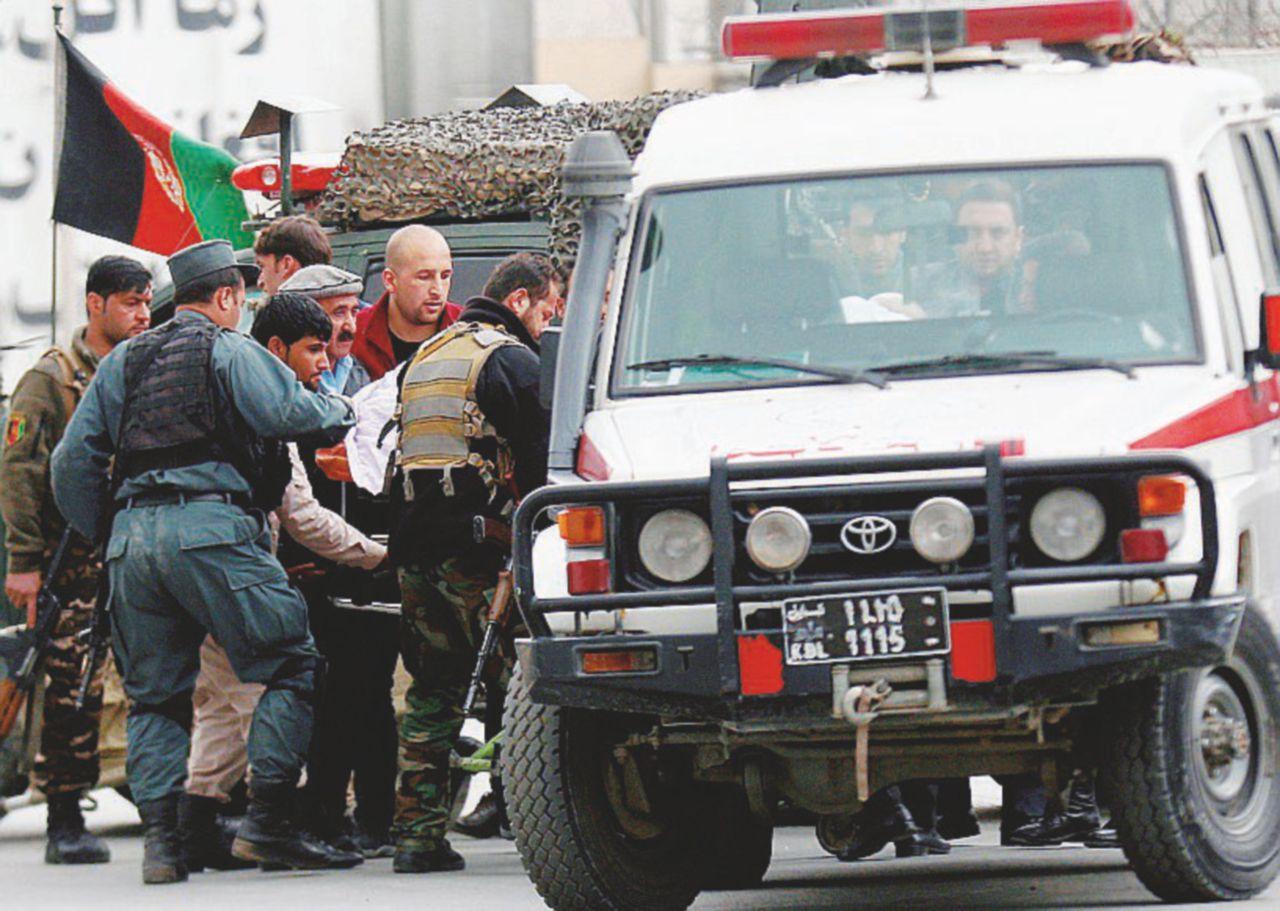 """Kabul, """"Terroristi dell'Isis travestiti da medici"""": 40 morti"""