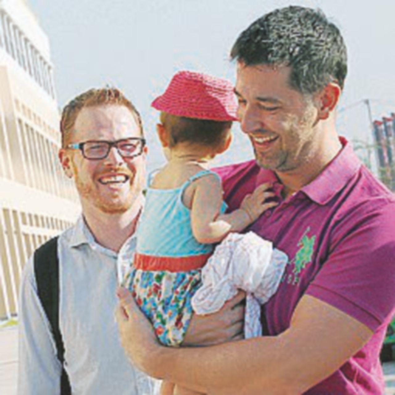 Firenze, i giudici riconoscono l'adozione a due coppie  gay