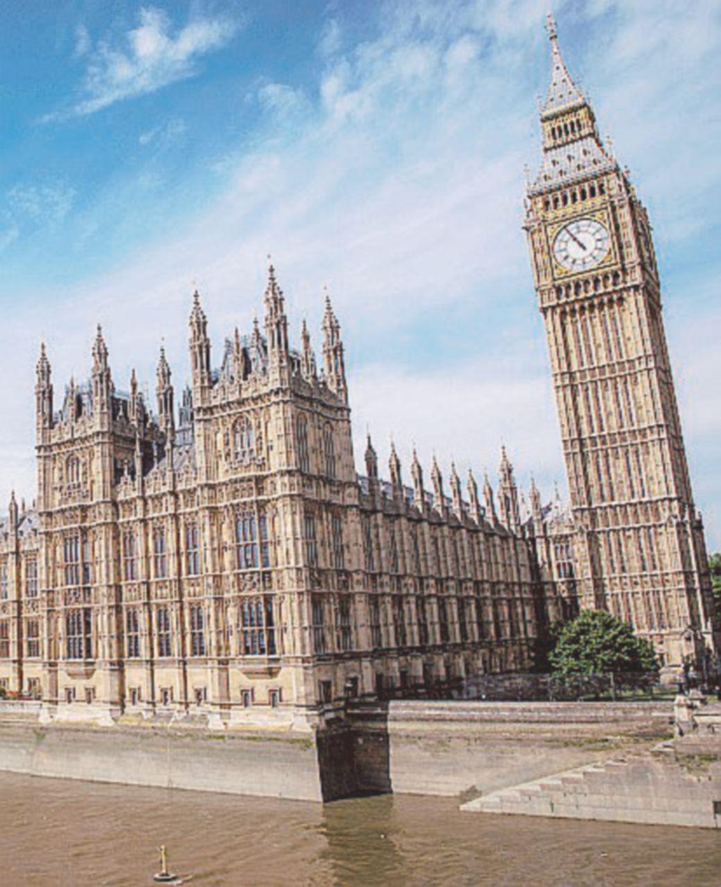 Amianto e ratti: Westminster da rifare
