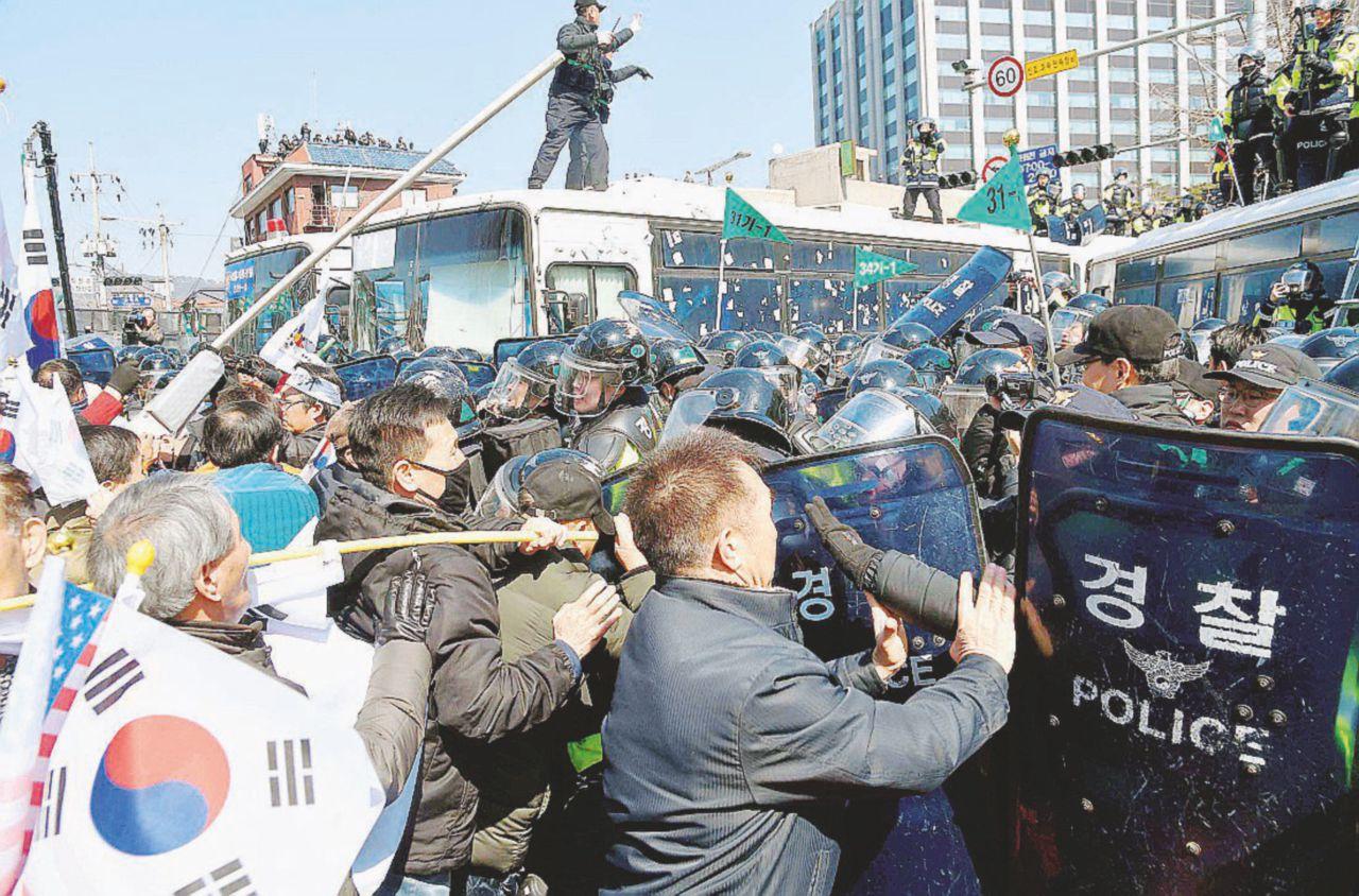 Chi va con la santona perde la poltrona, presidente Park