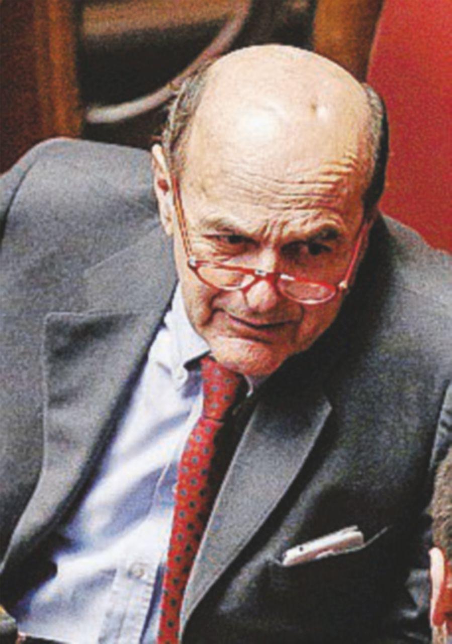 """Bersani: """"Il rischio non sono i 5Stelle, ma la nuova destra"""""""
