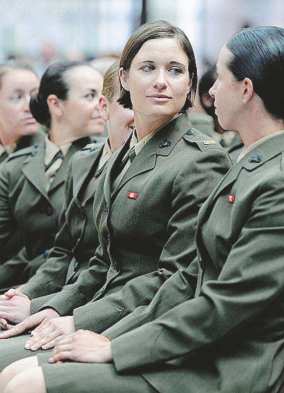 L'unica soldatessa buona (per gli uomini) resta quella che fa il calendario