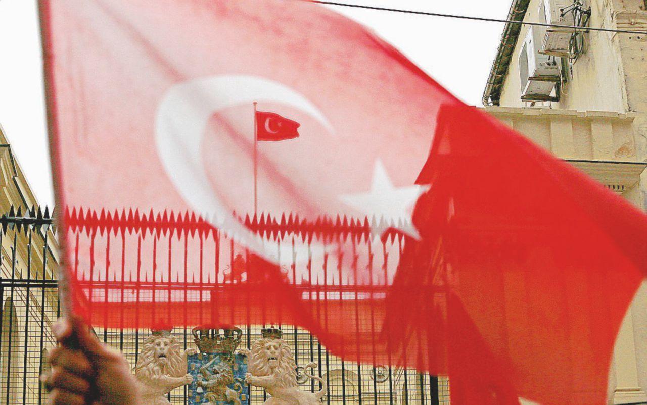 Erdogan urla all'Europa per prendersi il voto