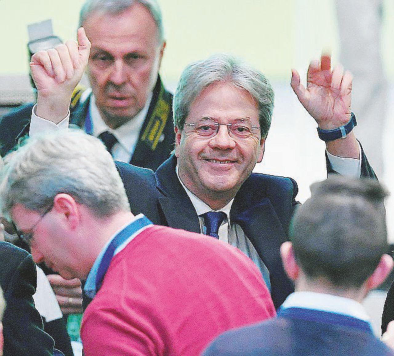 """Gentiloni: """"Alleanze? Io guido il governo"""""""