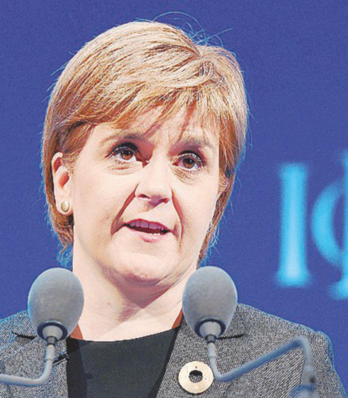 Brexit, doccia scozzese guasta la festa a May