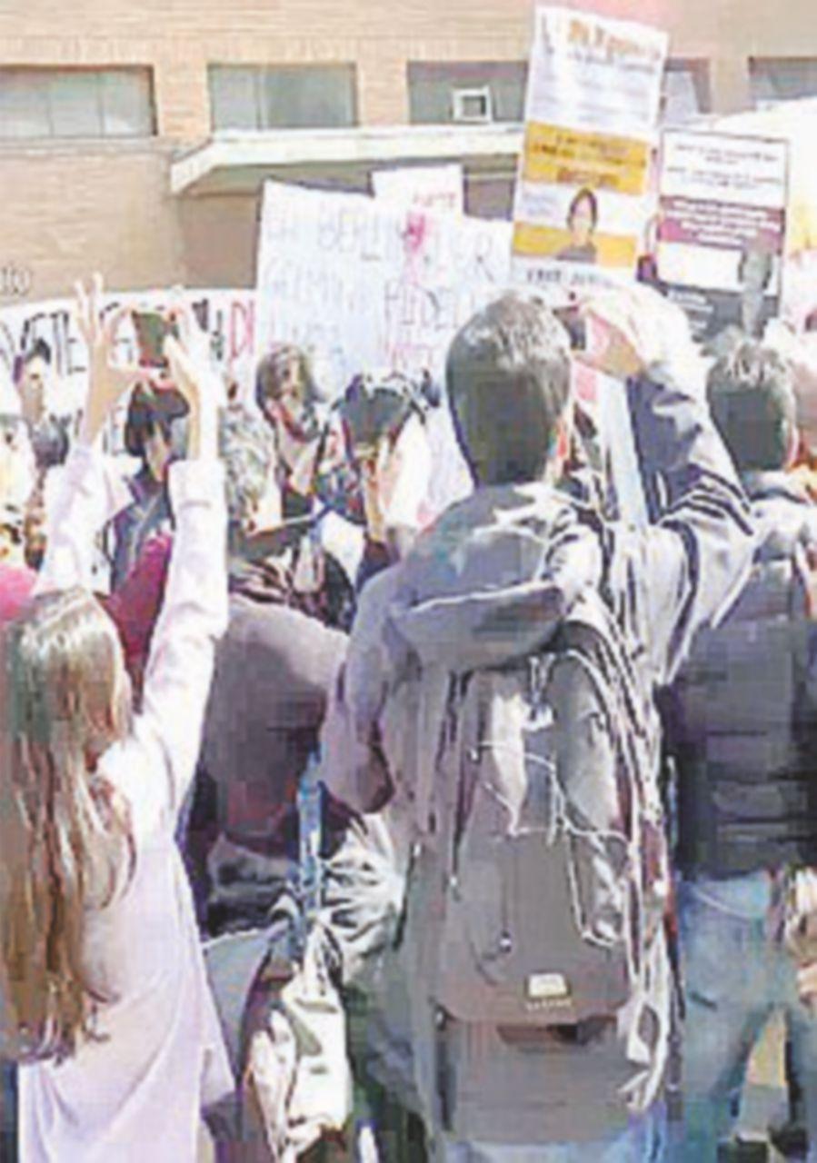 Fedeli alla Sapienza: scontri fra studenti e forze dell'ordine