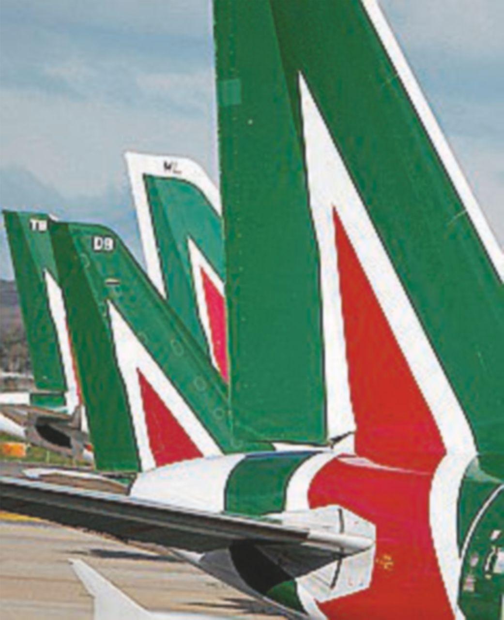 Alitalia, ecco il piano: 1 miliardo di tagli. Verso migliaia di esuberi