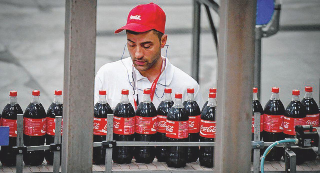 La Coca-Cola si beve le tutele dei lavoratori