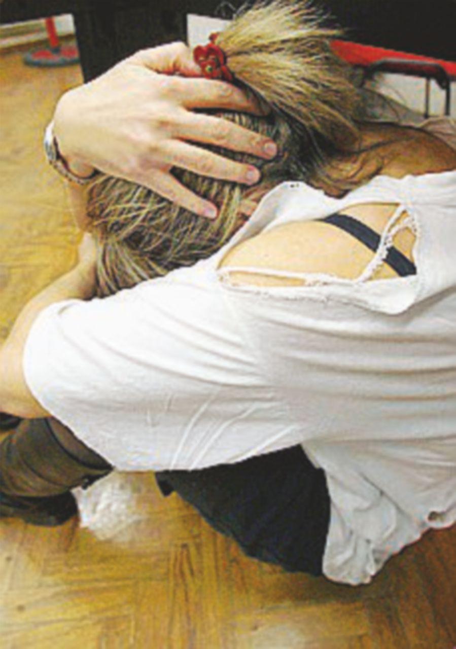 Violenza di gruppo su una 15enne: liberi i baby stupratori