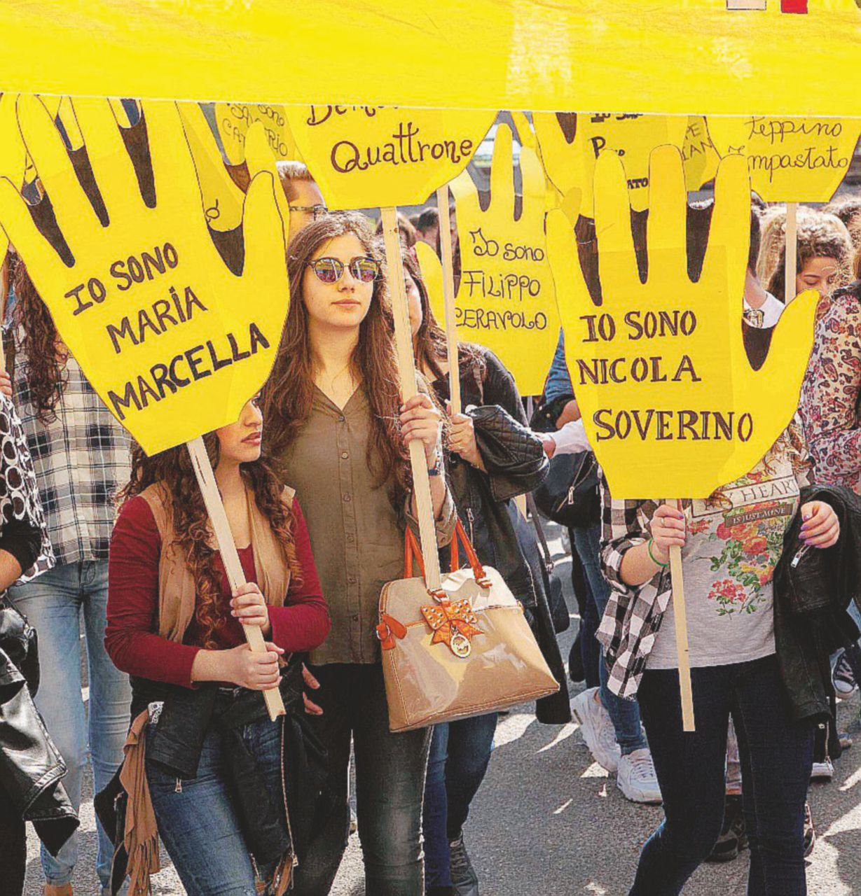 """Mezzo milione in piazza Don Ciotti: """"Siamo sbirri"""""""