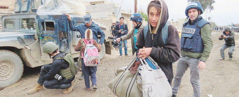 Mosul, civili in fuga fra fuoco incrociato