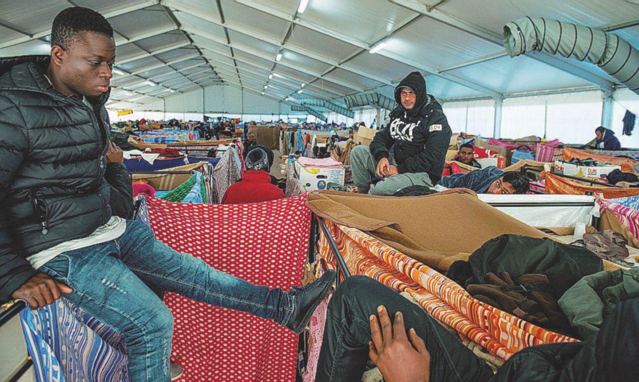 """Migranti, la Procura: """"Le Ong ostacolano indagini su scafisti"""""""