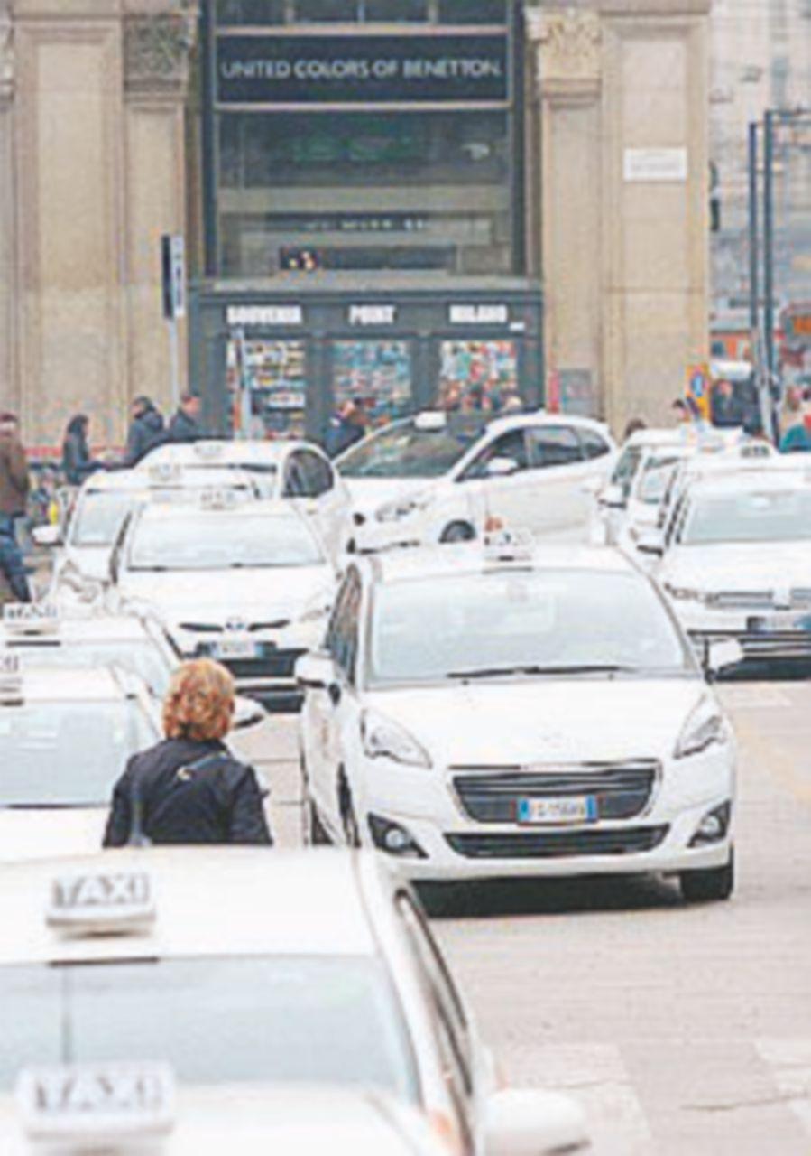 Taxi, c'è la bozza di decreto: più regole agli Ncc ma con deroga