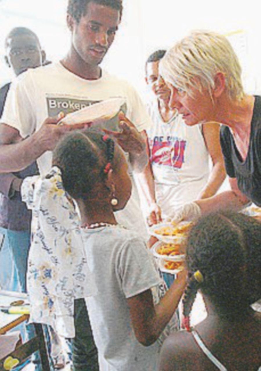 Ventimiglia, multati per aver distribuito cibo ai migranti