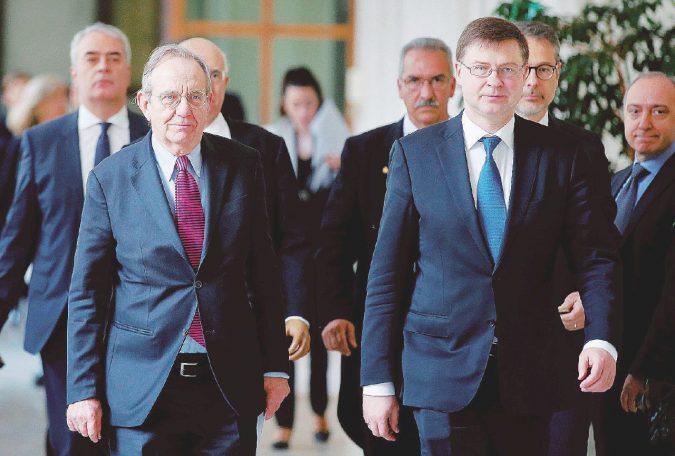 Conti, missione impossibile: Padoan stretto tra Ue e Renzi