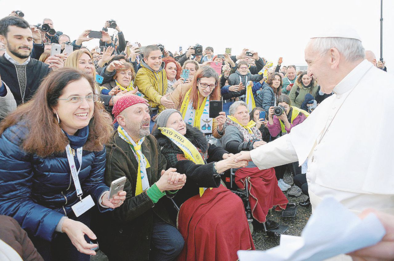 """Francesco a Milano illumina le periferie e abbraccia gli ultimi. Così la città ha ritrovato il """"suo"""" papa"""