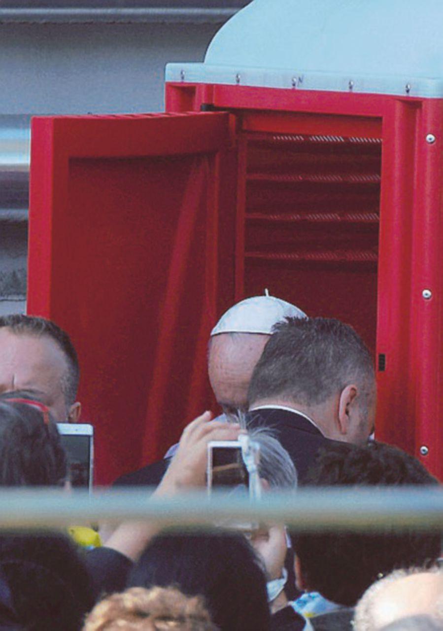 Scene di un Papa pop