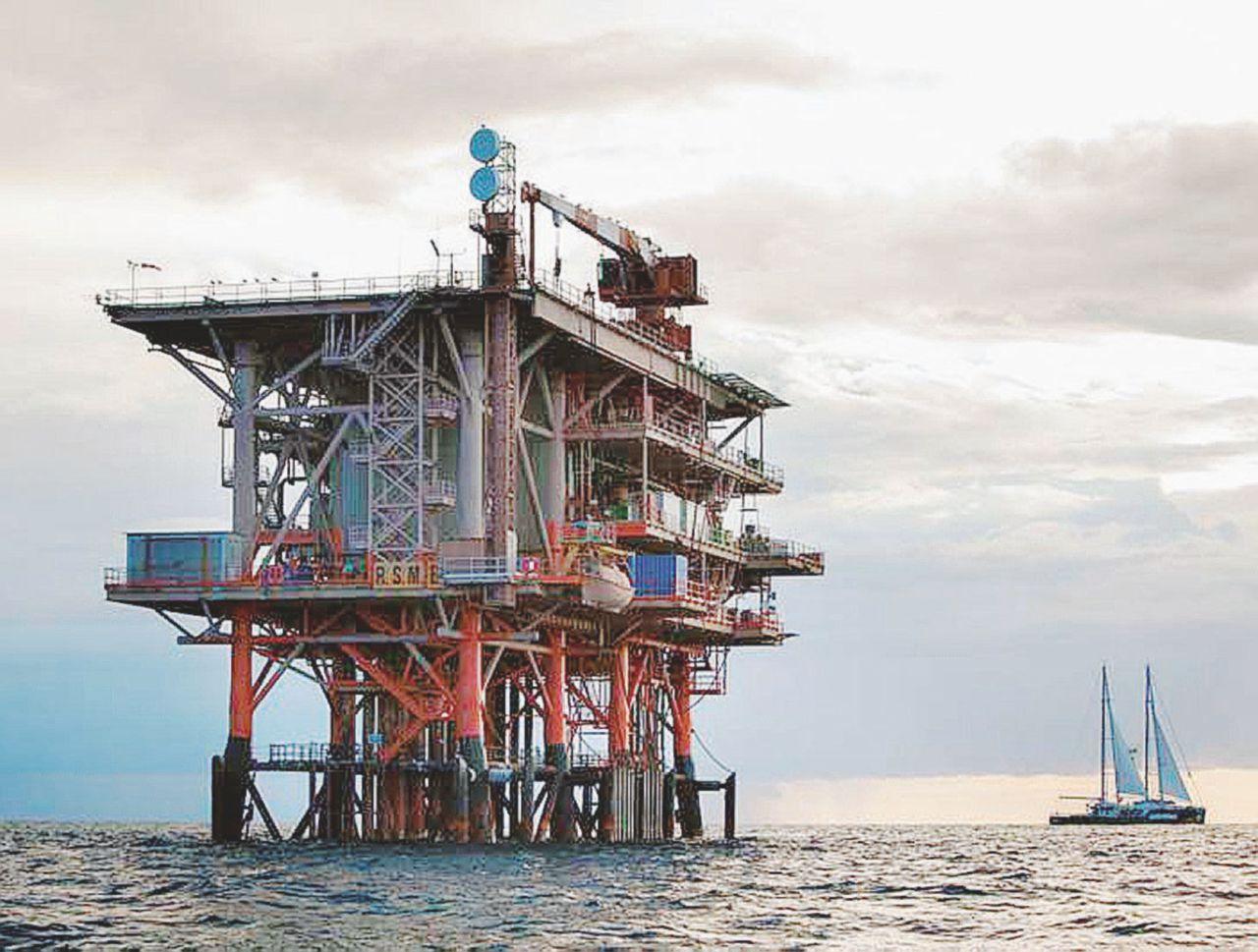 Trivellare senza i permessi: regalo del governo ai petrolieri