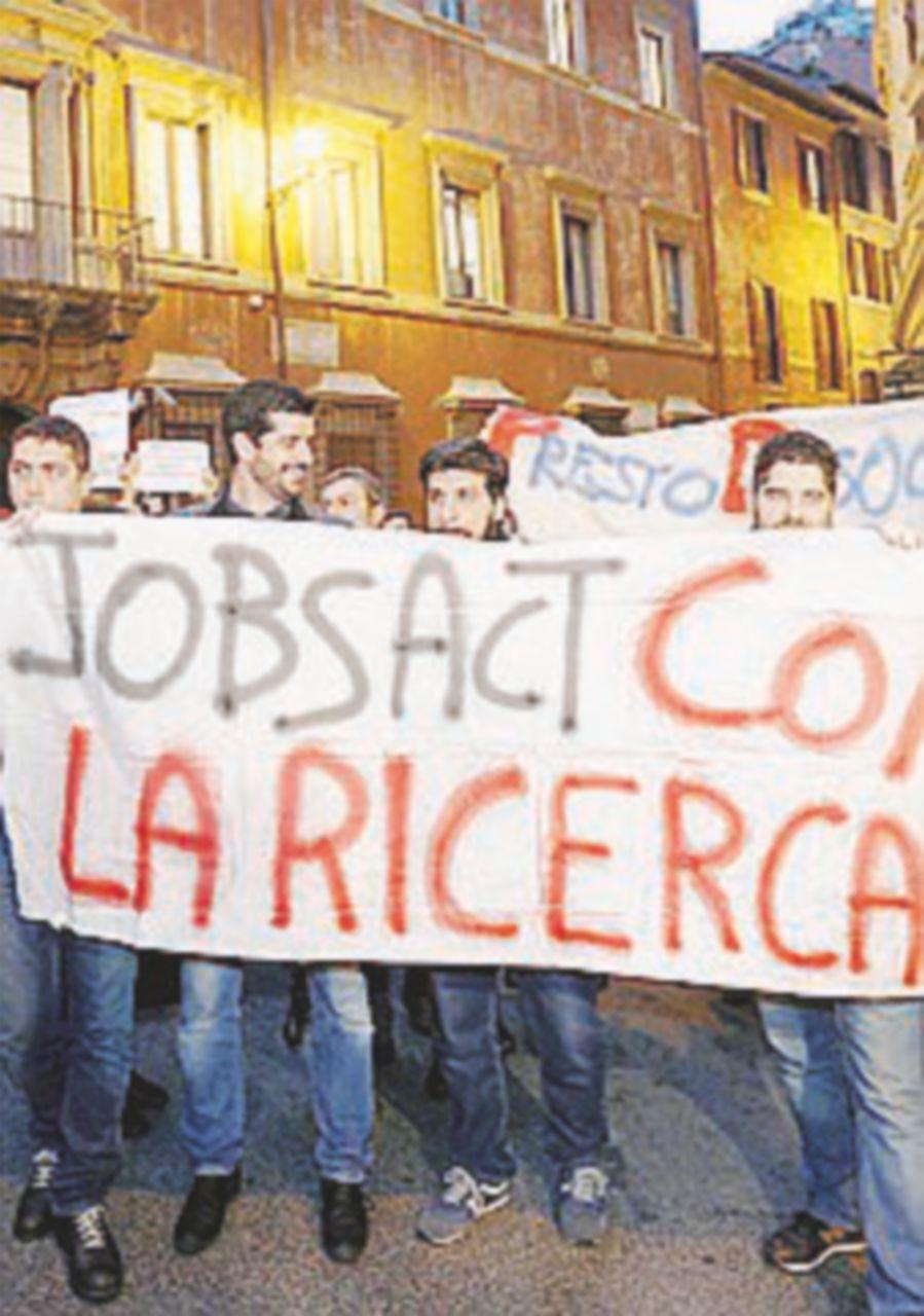 """I precari del Cnr in piazza: """"Mancano i fondi per i contratti"""""""