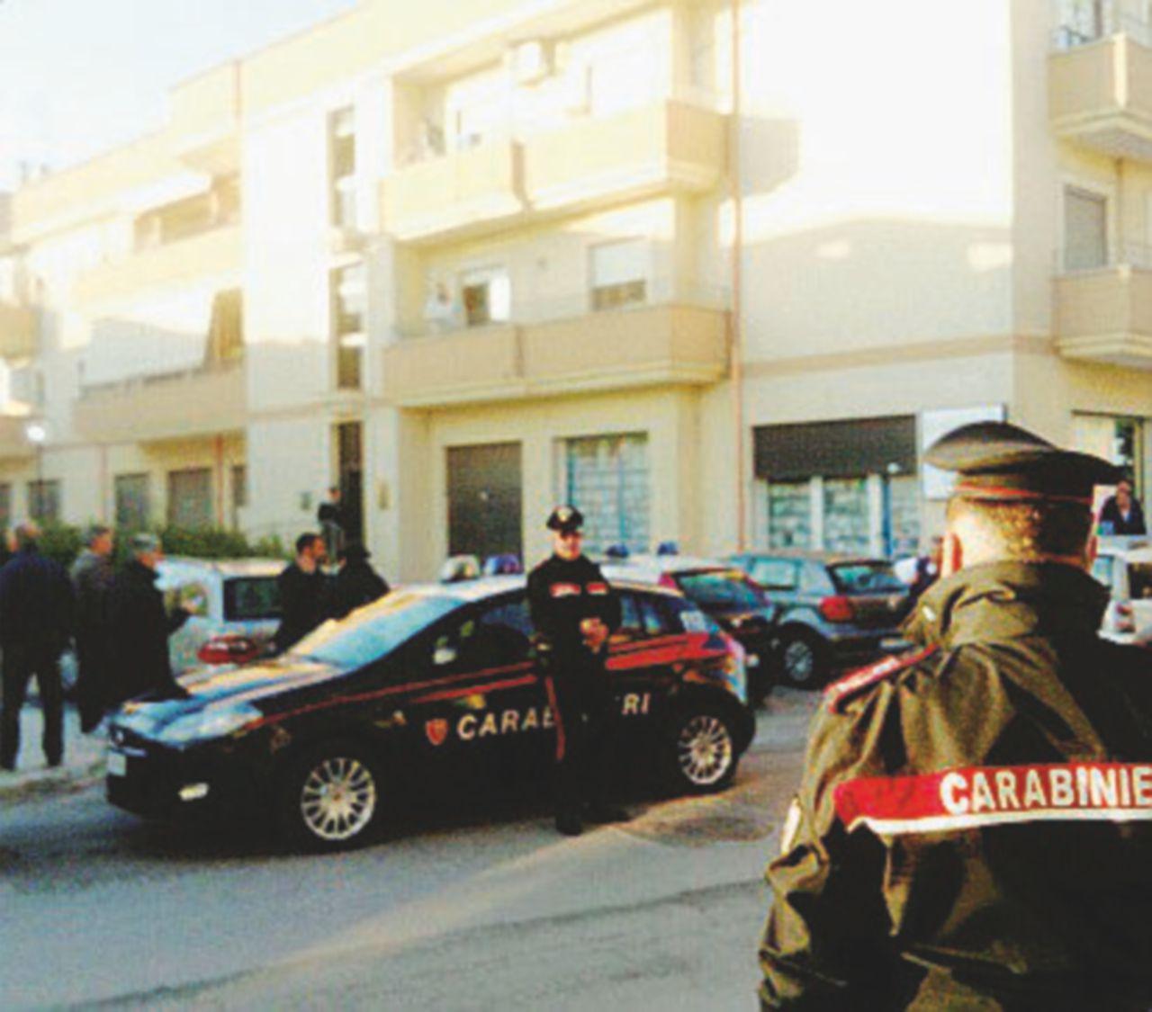 Una discussione con il cliente, poi l'avvocato lo crivella di colpi e fa chiamare i carabinieri