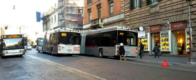 "Roma, Pd: ""Già in panne 5 filobus dei 15 rimessi in strada da Raggi"". Stefàno: ""Guasti fisiologici, erano fermi da anni"""