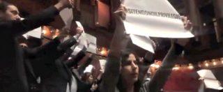 """Vitalizi, M5s fa saltare il question time: """"#sitengonoilprivilegio"""". Di Battista sconsolato: """"Ma vaffa…"""""""