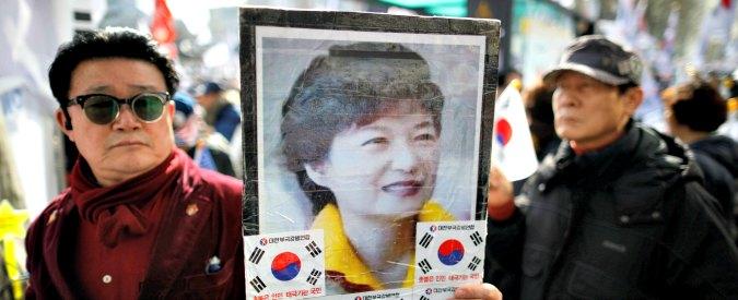 """Seul, la saga di Park: la figlia del dittatore plagiata dalla """"Rasputin"""" coreana, che incassava decine di milioni da Samsung"""