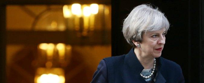"""Attentato Londra, May: """"Voglio revisione dell'operato di polizia e 007"""". Sondaggi: """"Si riduce vantaggio dei Tory sul Labour"""""""