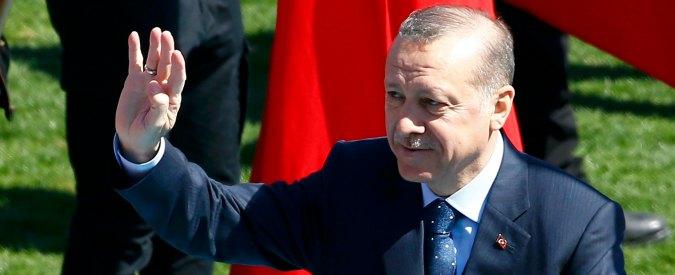Turchia, Erdogan attacca ancora Berlino: 'Giornalista tedesco arrestato è terrorista'