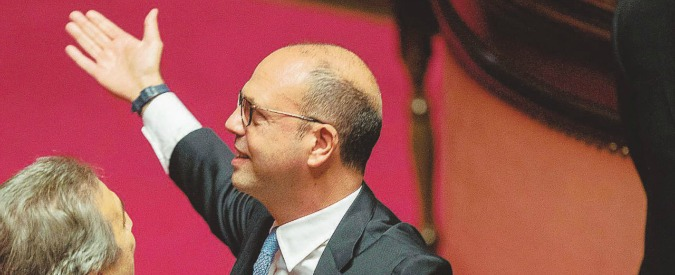Voli di Stato, è Alfano il ministro con l'aereo blu: più viaggi di Gentiloni