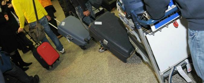 """Thailandia, pensionato italiano arrestato dopo la battuta in aeroporto: """"Non c'ho mica le bombe"""". Rischia 5 anni"""