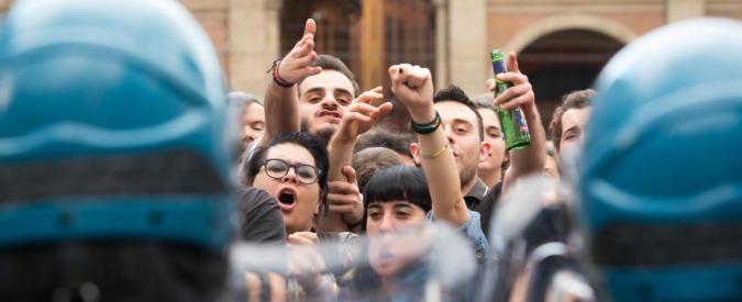Bologna, nella città dove l'emergenza è chiudere i centri sociali