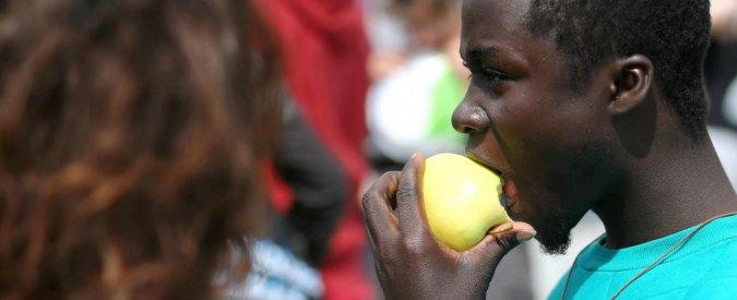 Ventimiglia, vietato dare cibo e acqua ai migranti. Solo la mobilitazione costringe il sindaco Pd a revocare l'ordinanza