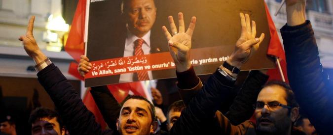 Turchia, crisi diplomatica con la Ue: Danimarca chiede a Yildrim di rinviare visita. Le Pen contro i comizi in Francia