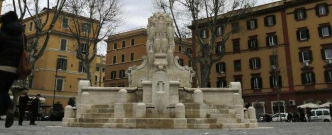 Trattati di Roma, il corteo di Eurostop e il rischio per la fontana simbolo di Testaccio