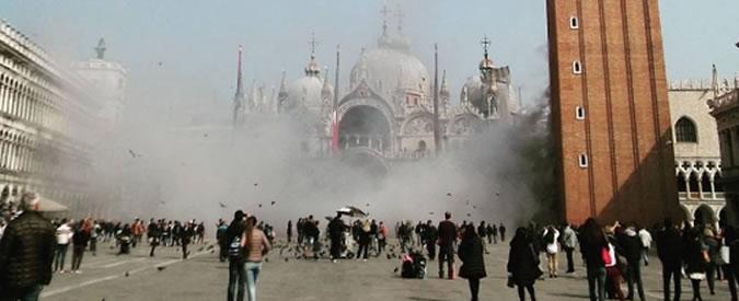 """Venezia, contro l'orda dei turisti arriva il conta-persone. Brugnaro: """"Misura sperimentale ma necessaria"""""""