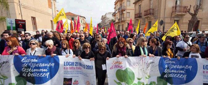"""Giornata in ricordo delle vittime delle mafie, Don Luigi Ciotti: """"Oggi a Locri siamo tutti sbirri"""""""