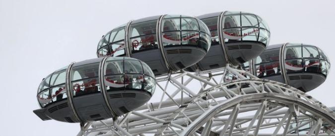 Attacco Londra, i deputati bloccati a Westminster mandano tweet. Turisti sospesi nelle cabine della London Eye