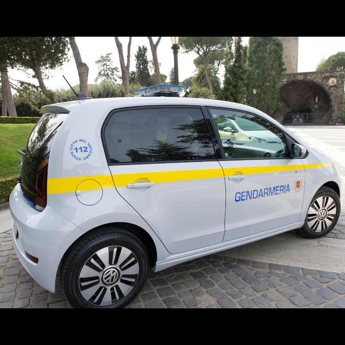 Due Volkswagen Up! elettriche per la Gendarmeria del Vaticano