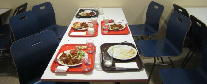 Pasto a scuola, a Torino tariffe di assistenza diverse se i ragazzi usano la mensa o si portano il pranzo da casa