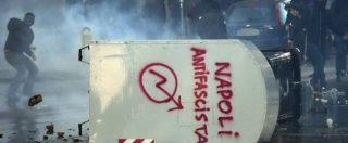 Napoli, corteo contro Salvini: manifestanti lanciano sassi e molotov. Scontri con la polizia
