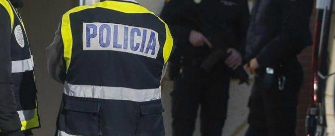"""Studente italiano in Erasmus a Valencia trovato morto in casa. Aveva un coltello piantato nel petto. Polizia: """"E' suicidio"""""""