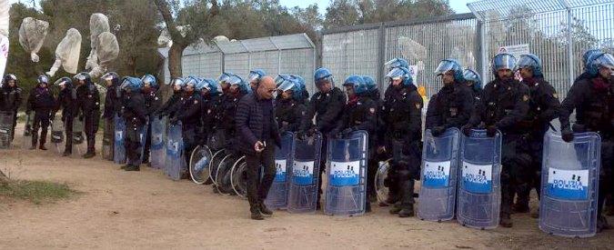 Tap, via libera alla rimozione degli ulivi in Puglia. Scontri tra polizia e manifestanti