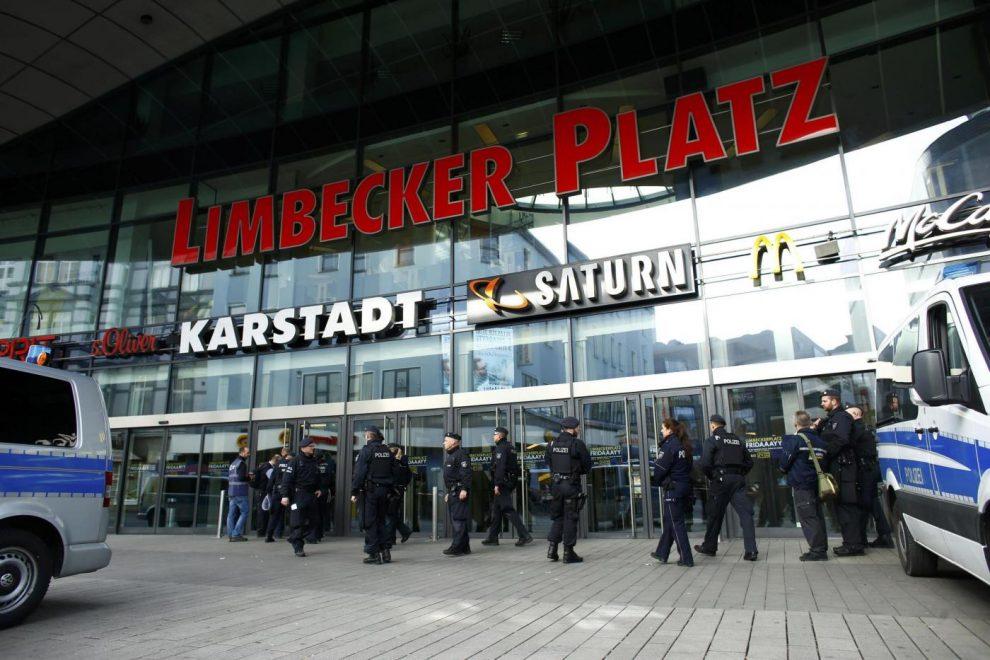 Allarme attentato in Germania, chiuso centro commerciale