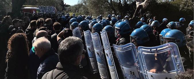 """Tap, emendamento governo: """"Come il Tav, opera strategica"""". Rischia arresto chi protesta. Stop da commissione Bilancio"""