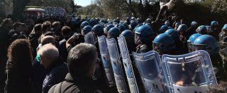 """Tap, nuovi scontri tra manifestanti e polizia. Polemica tra Emiliano e Galletti: """"Dovrebbe schierarsi con lo Stato"""""""