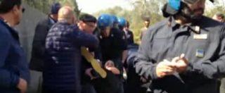 Tap, gli agenti hanno forzato il sit in di protesta: tensione con i manifestanti
