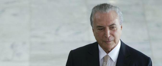 "Brasile, il presidente scappa dal palazzo: ""Ci sono fantasmi ed energie negative"""