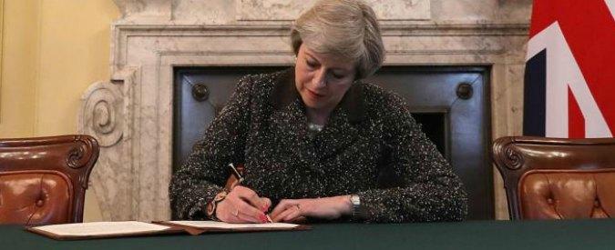 """Brexit, Financial Times: """"Conto da 100 miliardi"""". May: """"Non pagheremo: Ue vuole condizionare elezioni"""""""