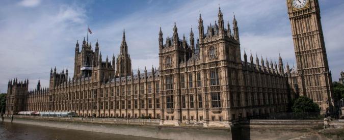 """Londra, allarme in Parlamento: uomo armato di un coltello fermato dalla polizia. La BBC: """"Non è terrorismo"""""""